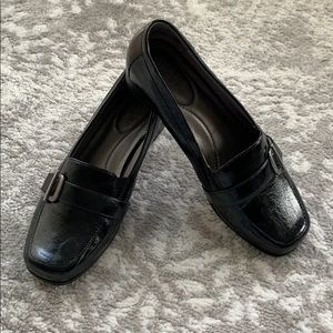 Life stride buckle low heels